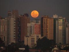 Bigorrilho Z/o ctba prédio cidade lua céu