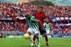 clássico paísa montanhês montanha serra futebol colômbia esporte times clubes rivalidade desportivo independente medelím atlético nacional azul vermelho verde branco atanásio girardot partida jogo